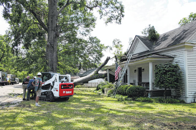Storm leaves a mess in Parkton | Robesonian